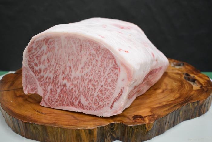 チャンピオン牛のブロック肉